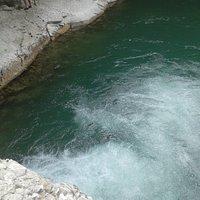 Fiume Burano- Le Pozze di Foci- Salto d'acqua nel laghetto sottostante (foto n.2)