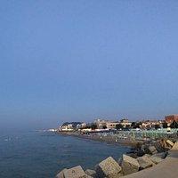 Tutti al porto di Pesaro al tramonto per cadere lo spettacolo che la natura ci riserva in modo p