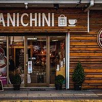 Tienda de regalos y cafetería. Un lugar para regalar, compartir y disfrutar de un rico café.