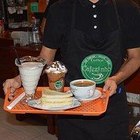 PARA TODOS LOS GUSTOS. Milkshakes, frapps, Café, triples etc