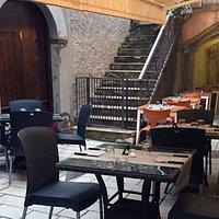 La sala de La Taverna di Zu Cicco è uno dei vicoli più caratteristici del centro storico di Mara