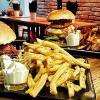 Cheese & Bacon & Hamburgão burgers