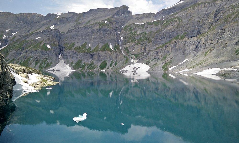 Reflet des montagnes au lac du Vieux Emosson
