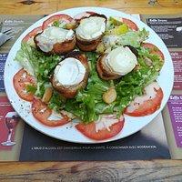 Grande salade de chèvre chaud