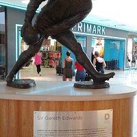 Gareth Edwards statue - sporting hero