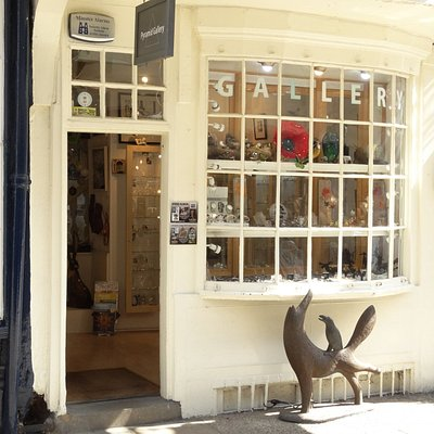 Pyramid Gallery shop front on Stonegate