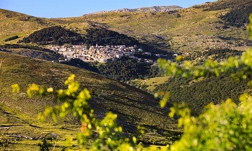 Castel del Monte visto da Rocca Calascio