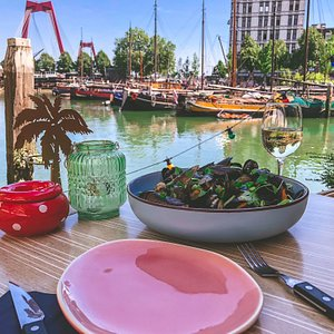 Mussel dinner with a view at The Social Club in the Old Harbour