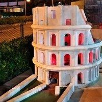 La buca con il Colosseo