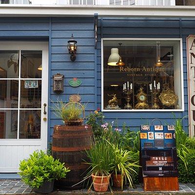 一樓門口外觀,迷人的英國藍顏色
