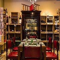 La Sala VIP y Vinoteca...