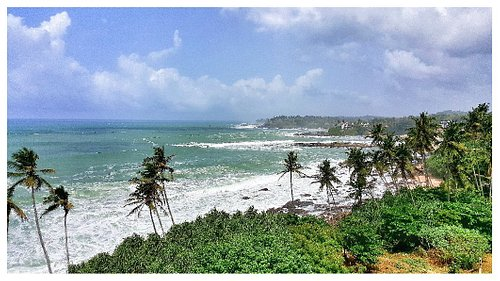 Tangalle Lighthouse and views of the coast