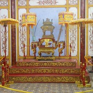 Sala dei mandarini lato sx, ricostruzione del trono