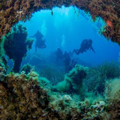 Epave + plongeurs Iles Lavezzi