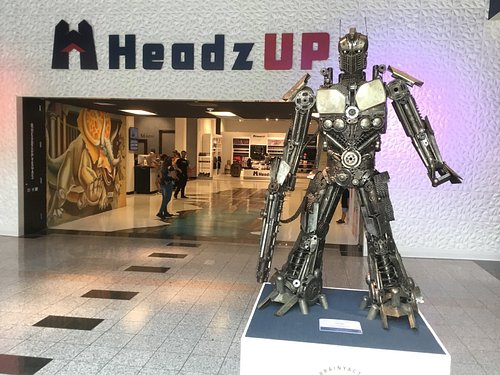 Main Entrance to HeadzUP Vegas located inside the Boulevard Mall