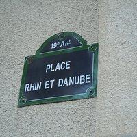 Plaque de rue de localisation de la statue