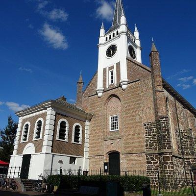 Ommen;Brigittakerk uit 1150-1238 met 19de eeuwse toren (1857)