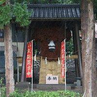 明石神社にあるお人形様。
