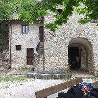 a circa un chilometro dal paese di San Vincenzo Vecchio si può raggiungere anche da Morrea