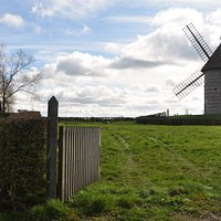 La chaumière et son moulin de pierre