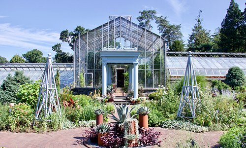 The garden that is in front of the Conservatory at Wave Hill Gardens.
