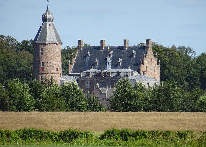 Dalfsen;landgoed (openbaar) rond 14de eeuwse kasteel (prive)