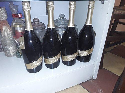 Ottimo Mionetto,  bar carino, ottimi prezzi