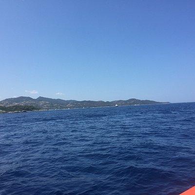 En pleine mer avec le taxi boat