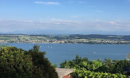Vue depuis le site de l'hôtel sur le lac de Morat (Murtensee)