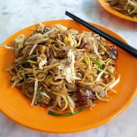 Char kuey teow (stir-fried rice cake strips)