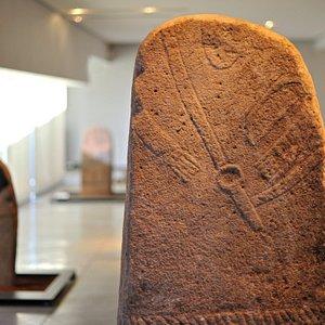 Statue-menhir des Maurels, salle des statues-menhirs, musée Fenaille