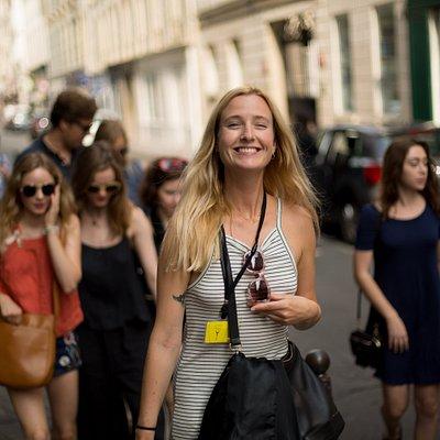 Heidi (founder) leading a group around Saint Germain-des-Prés :)