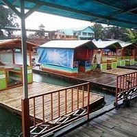 Perahu Pengantar Keliling Danau Sambil Makan