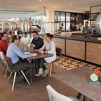 Gallery Grand Café: heerlijk lunchen in een prachtige omgeving vol klassieke auto's!