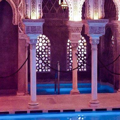 Disponemos de tres termas: de agua caliente, templada y fría, un baño turco y una sala de té