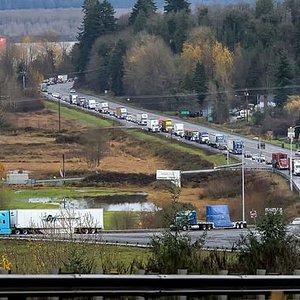 Traffic on west approach to Longview Bridge