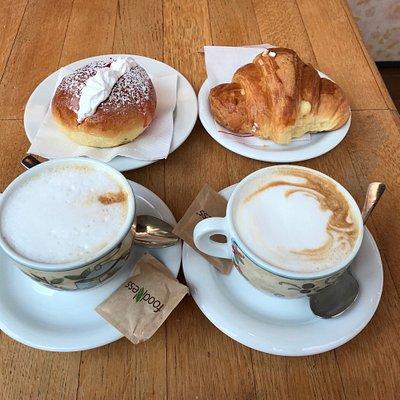 Cappuccini, bocca di leone e brioche alla crema