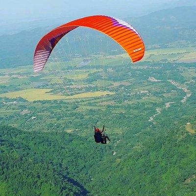 Paragliding fly in casavito dominican repúblic