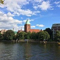 Märkisches Museum vom anderen Ufer der Spree aus gesehen