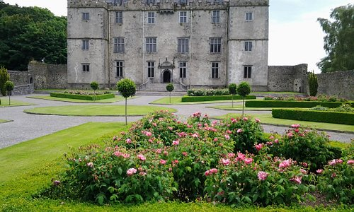 Portumna Castle and Demesne occupy a magnificent location on the shores of Lough Derg on the Riv
