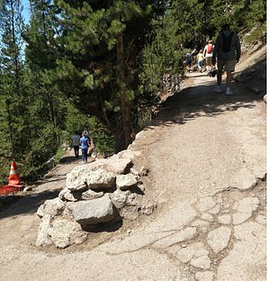 trail of switchbacks to/from the brink