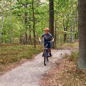 Lite hemlig Mountainbike MTB bana vid parkeringen vid hoppbacken. Det finns också flera härliga