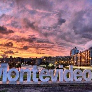 - Montevideo: Letrero Montevideo -