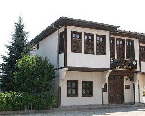 Hacıvelioğlu Konağı, Mustafa Kemal Paşa'nın Büyük Taarruz öncesinde Şuhut'ta kaldığı konaktır.