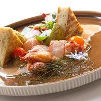 Homard en fricassée, galette aux orties et fromage blanc bio