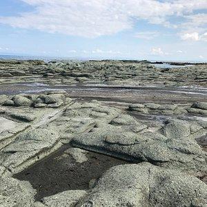 raised bedrocks cracked like thousand pieces of tatami