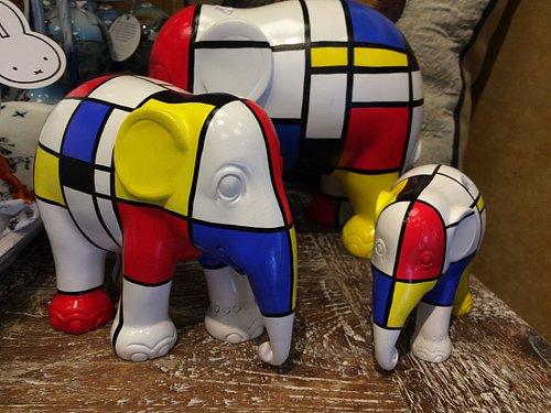 Leuk olifanten van de Elephant Parade in Mondriaan style