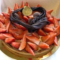Des desserts pour anniversaire et une superbes tarte aux fraises hmmmmm!