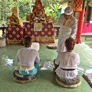 Cleansing purification with retreat participant @ Ida Resi Alit's ashram
