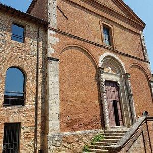 la facciata di San Francesco del 1200 d.C